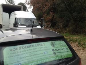 Transbordement d'effets de déménagement depuis véhicule utilitaire vers camion poids lourd